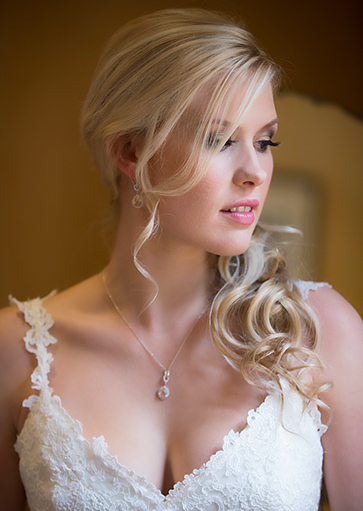 natural make up on bride