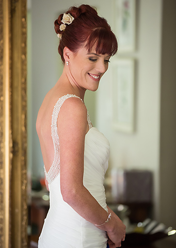 red head smiling bride